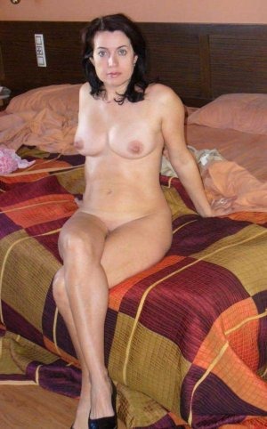 Hadia topless outcall escort in Kill Devil Hills, NC